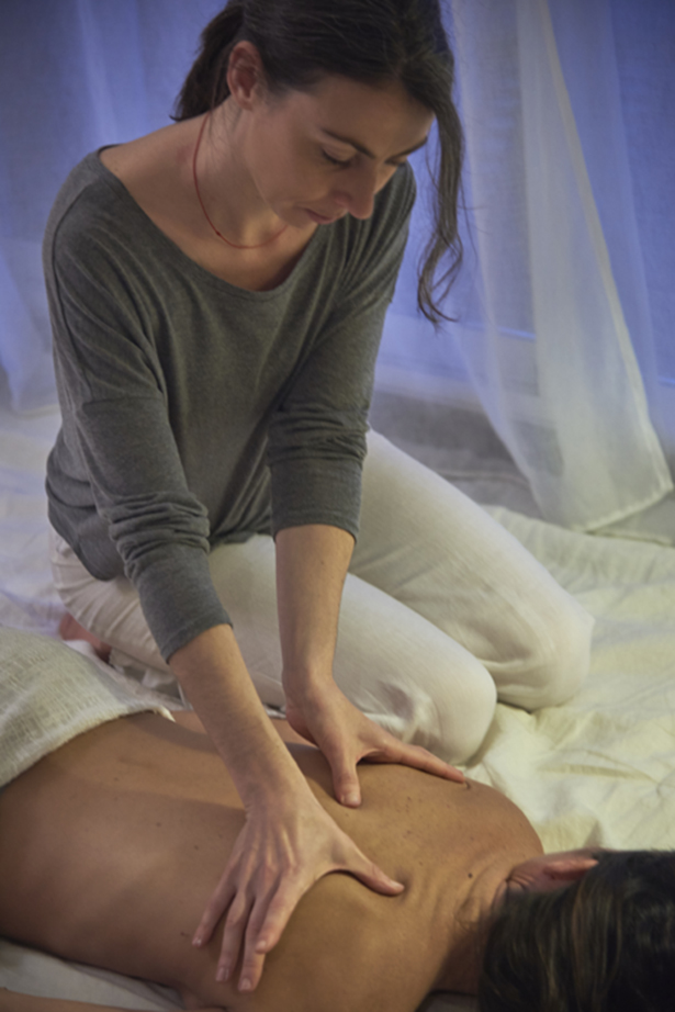 Release the energy accumulated and blocked in your body through this circulatory and corrective massage